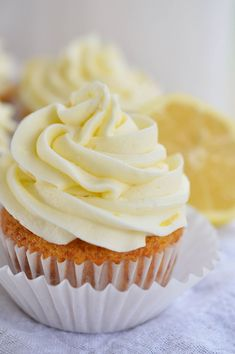 Easy Lemon Cupcakes made with Lemon Crème pie filling. A quick and easy lemon dessert