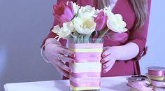 #decoração #artesanato Confira como renovar o visual dos seus vasos de uma forma simples, barata e charmosa: http://bbel.me/1DBURk7.