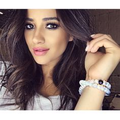Shay Mitchell's eye makeup is perfection! | Pretty Little Liars