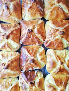 Túrós táska - sokkal jobb, mint a pékségben! - Tejturmix Croissant Bread, Cheese Buns, Christmas Cheese, Hungarian Recipes, Easy Cookie Recipes, Mango, Food And Drink, Cooking Recipes, Yummy Food