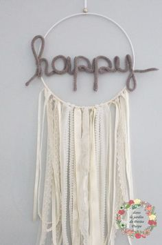 Attrape reves naissance nursery- Capteur de rêves - Dreamcatcher Style boho chic, tons ivoire, mot en laine, dentelle. Déco mariage, salon, chambre.