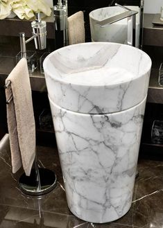 Find out all of the information about the MGM product: free-standing washbasin / round / marble / original design ZOE. Stone Bathroom Sink, Marble Bathrooms, Free Standing Sink, Metal Sink, Washbasin Design, Stone Basin, Unique House Design, Sink Design, Bathroom Interior