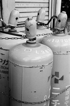 ガスタンク (The gas tanks)