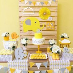 New Baby Shower Ideen Elephant Theme Gender Neutral Ideen - Baby shower ideas Deco Elephant, Elephant Party, Elephant Birthday, Elephant Theme, Elephant Baby Showers, Baby Birthday, Baby Shower Yellow, Gender Neutral Baby Shower, Baby Boy Shower