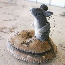 felted mouse pin cushion  I am not the artist, I have repinned this strictly for my enjoyment.  I am not affiliated in any manner with the photographer/artist/craftsman nor the previous pinner.