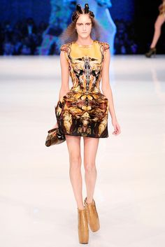 Alexander McQueen Spring 2010 RTW - Runway Photos - Vogue