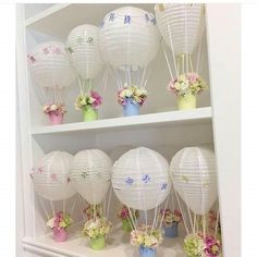 Crayons in the decoration: 60 perfect ideas you only see here - Home Fashion Trend Hot Air Balloon Party, Hot Air Balloon Centerpieces, Diy Hot Air Balloons, Baby Shower Centerpieces, Balloon Decorations, Deco Baby Shower, Baby Shower Balloons, Shower Party, Baby Shower Parties