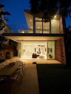 Kerr House by Tony Owen Architects / Tamarama beach in Sydney, Australia