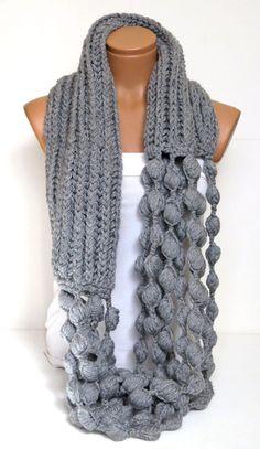 Infinity Schal, klobige unendlich Schal, grau Schal, stricken Schal, grau, häkeln, Herbst, Winter, häkeln, Valentinstag, Geschenk für sie, Wrap    Handgemachte Mode Schal    100 % Acrylgarn    Bitte beachten Sie, dass Lichteffekt, Monitor-Helligkeit, Kontrast usw. einen leichten Farbunterschied auf verursachen kann. ***    Ich liebe das Design!  Und die Farben sind einfach atemberaubend!  Das Garn ist immer die glatte, und es ist so angenehm zu tragen.  Es ist eine wahre Freude, die ihn…