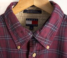 L Maroon Tommy Hilfiger Long Sleeve Plaid Buttondown Button Up Vintage Large / XL Gents Shirts, Groomsmen Outfits, Shirting Fabric, Mens Flannel Shirt, Check Shirt, Casual Shirts, Tommy Hilfiger, Plaid, Mens Fashion