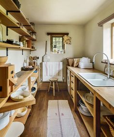Step inside this rustic home in East Sussex – House tour rustic east sussex home Rustic Kitchen Design, Home Decor Kitchen, Interior Design Kitchen, Cottage Kitchens, Home Kitchens, Open Kitchen Cabinets, Unfitted Kitchen, Cuisines Diy, Freestanding Kitchen
