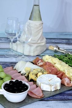 Talerz Przekąsek do Wina na Stylowi.pl Healthy Dishes, Healthy Recipes, Cocktail Party Food, Party Snacks, Food Design, Finger Foods, I Foods, Love Food, Food Inspiration