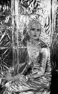 Baba Beaton as 'Heloise' in 'Great Lovers Pageant' by Cecil Beaton, National Portrait Gallery, London Cecil Beaton's portraits from a golden age will be brought together for the first time in a major new … Kelly Wearstler, Vanity Fair, Nancy Cunard, Vintage Beauty, Vintage Fashion, 1930s Fashion, Flapper Fashion, Flapper Era, Retro Fashion