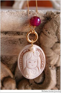 Vermeil necklace with authentic shell cameo depicting a Japanese kokeshi doll by MelaniaGoriniJewelry, an Etsy shop based in Pisa, Italy