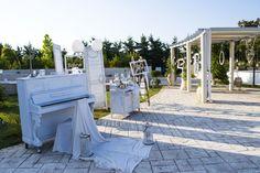 Το παλιό πιάνο στην πλατεια Wedding Decorations, Park, Vintage, Wedding Decor, Parks, Vintage Comics