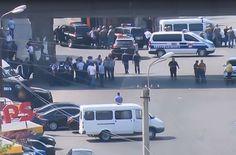 В Ереване полицейский участок захватили около 25 вооруженных человек, у них 8 заложников (ВИДЕО)