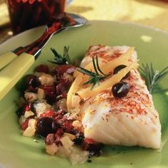 Roasted cod with lemon confit and olives - Yves Mamberti - - Cabillaud rôti au citron confit et olives Roasted cod with lemon confit and olives Whole30 Fish Recipes, Easy Fish Recipes, Meat Recipes, Asian Recipes, Recipes Dinner, Roasted Cod, Olive Recipes, Mediterranean Dishes, Lunch Meal Prep