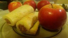 RETETE PENTRU AI NOSTRI Pear, Sausage, Rolls, Fruit, Food, Sausages, Buns, Essen, Bread Rolls