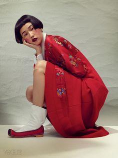 koreanmodel: Kim Won Kyung by Kim Bo Sung for Vogue Korea Oct 2015 insp Korean Street Fashion, Korean Fashion Trends, Fashion Tips For Women, Asian Fashion, Vogue Korea, Korean Traditional Dress, Traditional Dresses, Modern Hanbok, Korean Face