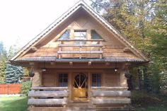 This is the Stunning Gate Lodge by The Little Log House Company. This 296 sq. looks way bigger than it is, but at under 400 sq. It has two bedrooms upstairs and a… Inside Tiny Houses, Big Houses, Little Houses, Cosy House, Tiny House Cabin, Farm House, Little Log Cabin, Lodge Style, House In The Woods