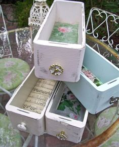 Trendy sewing machine vintage decor old drawers Ideas Shabby Chic Wall Decor, Shabby Chic Crafts, Shabby Chic Homes, Shabby Chic Style, Shabby Chic Furniture, Vintage Furniture, Modern Furniture, Sewing Machine Drawers, Old Sewing Machines