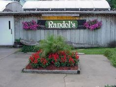Randol's Restaurant: Well here we are in WORLD FAMOUS Lafayette, LA. Of course I had spent hours trying to find an RV Resort that was in any of the 4 or 5 organizations that