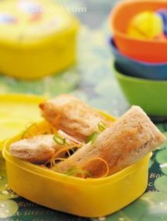 Baked bread rolls, an unusual noodle based filling with a dash of peppy schezuan sauce makes these tasty bread rolls an ideal mini meal. You can adjust the spices as per your child's liking!