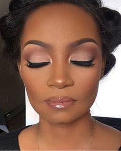 Ideas Makeup Dark Skin Eyeshadows Black Women For 2019 Ideen Make-up dunkle Haut Lidsc Heavy Makeup, Dark Skin Makeup, Makeup For Brown Eyes, Natural Makeup, Glowy Makeup, Face Makeup, Makeup Light, Natural Brows, Skull Makeup