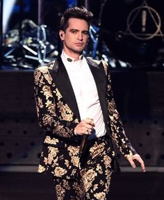 at the disco - 2018 VMA's Emo Bands, Music Bands, Rock Bands, Music Music, High Hopes, Brendon Urie, Band Memes, Panic! At The Disco, Fall Out Boy