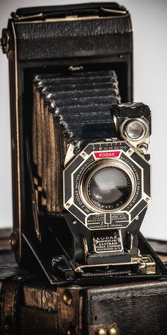 this is a nice close up look at the lens, i like the pentagon rather than a…