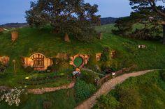 hobbiton — Bag end garden Natural Building, Green Building, Hobbit Hole, The Hobbit, Fox Habitat, Nature Spirits, Fairytale Cottage, Build Your Own House, Underground Homes