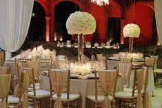 Boda Hacienda Tekik de Regil Yucatán centro de mesa alto de rosas blancas # wedding hacienda Tekit de Regil Yucatán hight white roses centerpieces