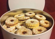 Linzer karika recept foto Doughnut, Desserts, Recipes, Food, Tailgate Desserts, Deserts, Eten, Postres, Recipies