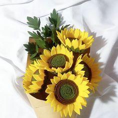 Full bloom sunflowers ' ' ' #bungaflanel #feltsunflower #sunflower #feltbouquet #feltflower