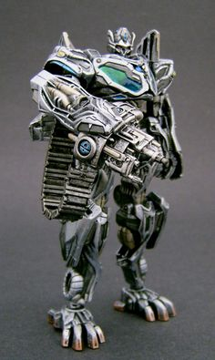 Protoform Prime done in IDW comic colors as he was seen in the Prequel comic. Added a gunhand and swordhand too. Transformers Toys, Optimus Prime, Jin, Robot, Battle, Feels, Character Design, Lion Sculpture, Android