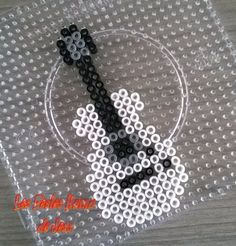 Guitar hama beads of barteletjess on deviantART Perler Bead Designs, Hama Beads Design, Diy Perler Beads, Perler Bead Art, Melty Bead Patterns, Pearler Bead Patterns, Perler Patterns, Beading Patterns, Peyote Patterns