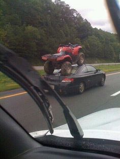 best way to tow a quad bike Redneck Humor, Quad Bike, Off Road, Just For Laughs, Funny Cute, I Laughed, Haha, Funny Pictures, Funny Pics