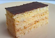 Mézes zserbó and classic Gerbeaud slices have only 2 things in common: both of them are made up of 4 cake layers and topped with chocolate glaze. Hungarian Desserts, Hungarian Cake, Hungarian Cuisine, Hungarian Recipes, Hungarian Food, Zserbo Recipe, Cherry Cake, Honey Cake, Christmas Baking