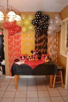 minnie mouse birthday party: Backdrop idea - alternating red, yellow, black and white. Mickey Mouse Birthday, Minnie Mouse Party, Mouse Parties, Party Decoration, Birthday Decorations, Birthday Backdrop, Birthday Crafts, First Birthday Parties, Birthday Ideas