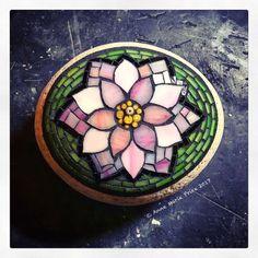 Mosaic Rocks, Mosaic Stepping Stones, Pebble Mosaic, Stone Mosaic, Mosaic Art, Mosaic Glass, Stained Glass, Mosaic Flower Pots, Mosaic Garden