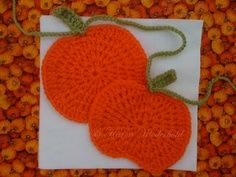 Another crochet garland, this time pumpkins ~ Free pattern, thanks so xox