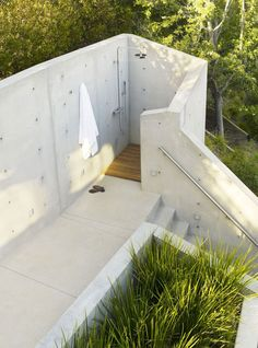 Outdoor shower, The Banyan Treehouse by Rockefeller Partners Architects