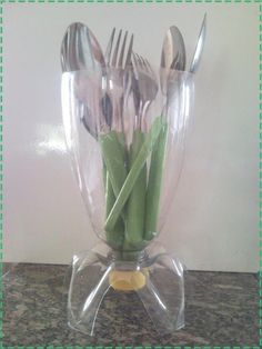 Recycle easily to make your home decoration. It's called Best Inspiring DIY Recycle Plastics Craft Ideas. Plastic Spoon Crafts, Reuse Plastic Bottles, Plastic Bottle Crafts, Diy Bottle, Recycled Bottles, Recycled Crafts, Garrafa Diy, Diy Para A Casa, Recycling