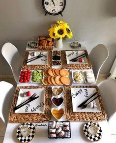 Breakfast Table Setting, Breakfast Platter, Breakfast Presentation, Food Presentation, Turkish Breakfast, Brunch Party, Food Platters, Food Decoration, Aesthetic Food