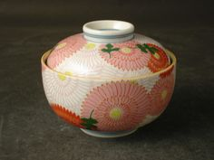 Such cute lidded bowls, I'd love to throw some!