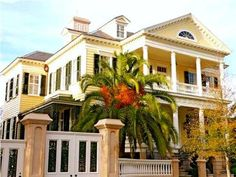 The Gaillard-Bennett House was built in 1800 and is known as one of the most elaborate displays of federal-style architecture in Charleston.