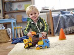 LEGO DUPLO Baustelle 10812 Bagger & Lastwagen  https://www.spielzeug24.ch/ki/Duplo-Baustelle-6335918.html  Kleine Bauarbeiter werden es lieben, diese leicht zu bauenden Baumaschinen zu bedienen. Bewege den Raupenbagger über unebenes Gelände und lass ihn mit seiner grossen Schaufel graben. Zerlege den funktionsfähigen flexiblen Arm, um ihn zu verkürzen, und belade dann den Kipplaster (mit Kippfunktion), um den Schutt wegzufahren!