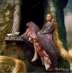 Taylor Swift - Annie Leibovitz, Disney Dream Portrait: Taylor Swift as Rapunzel in Tangled. Annie Leibovitz s Disney Dream Portraits. Welcome to the MouseInfo Photo Gallery.