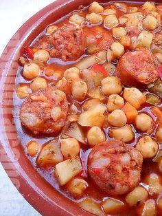 Cinnamon-flavored: Chickpeas with chorizo Chilean Recipes, Portuguese Recipes, Meat Recipes, Mexican Food Recipes, Cooking Recipes, Healthy Recipes, Chilean Food, Recipes Dinner, Boricua Recipes