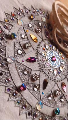 Mandala backpack Mandala Art, Backpack, Victoria, Brooch, Videos, Bags, Jewelry, Hipster Stuff, Minerals